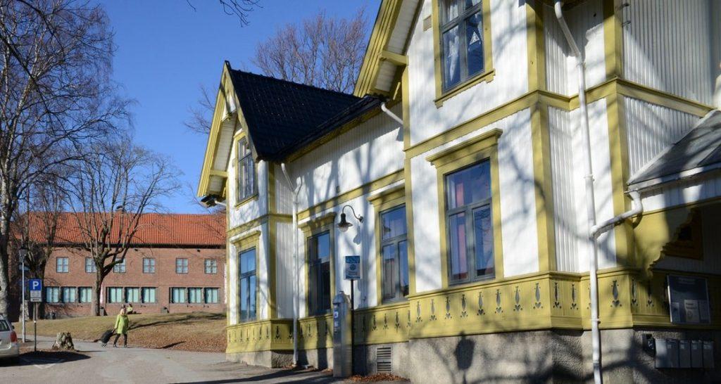 Villa Møllebakken med Haugar Vestfold Kunstmuseum i bakgrunnen.
